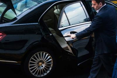 5 Essential Tips When Hiring an Airport Limo
