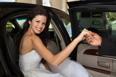 3 Reasons Why You Should Definitely Book Wedding Transportation Now